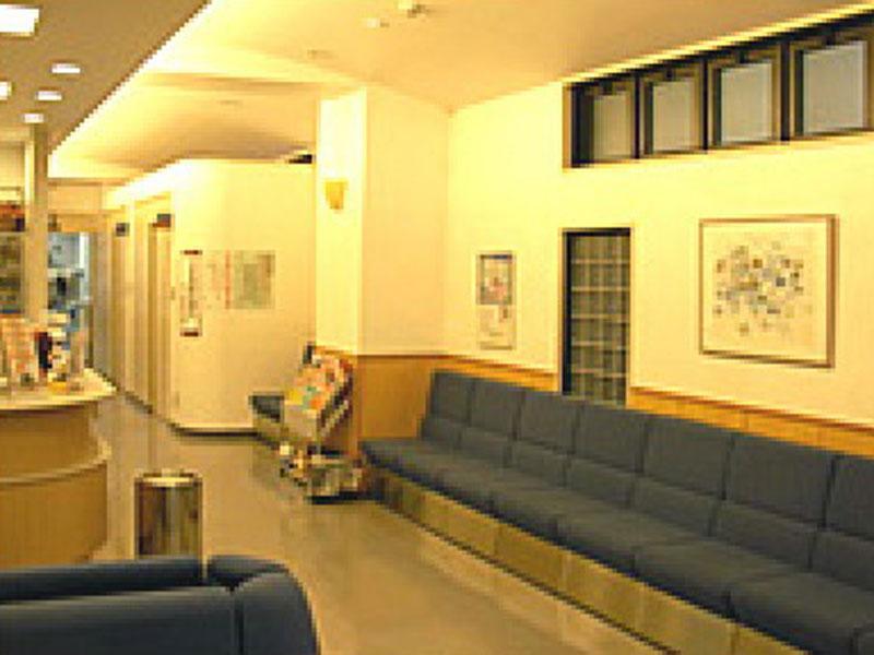 赤羽駅西口徒歩1分のいずみ整形外科クリニック