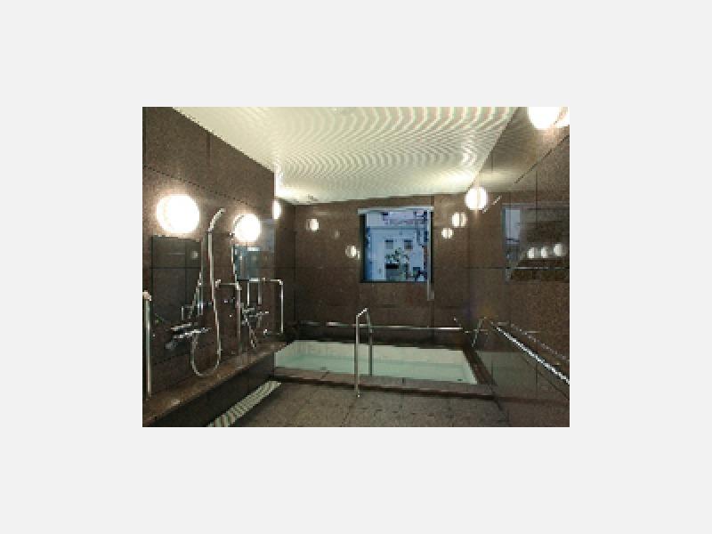 一般浴と特殊浴を各居住フロアーに設置