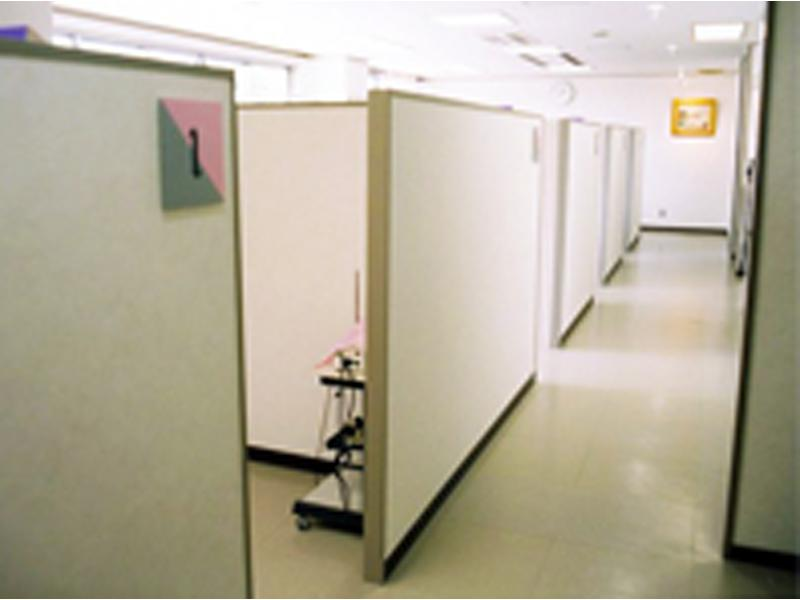 個室型診療室ユニットでプライバシーに配慮