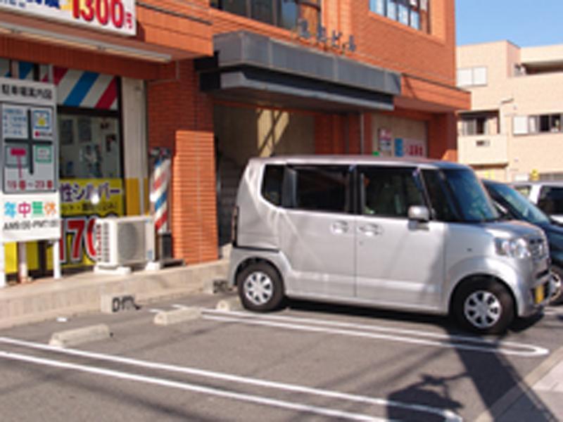 お店の前や隣を含め15台駐車可能