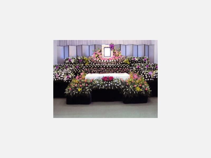生花アレンジ祭壇(雪山のイメージ)