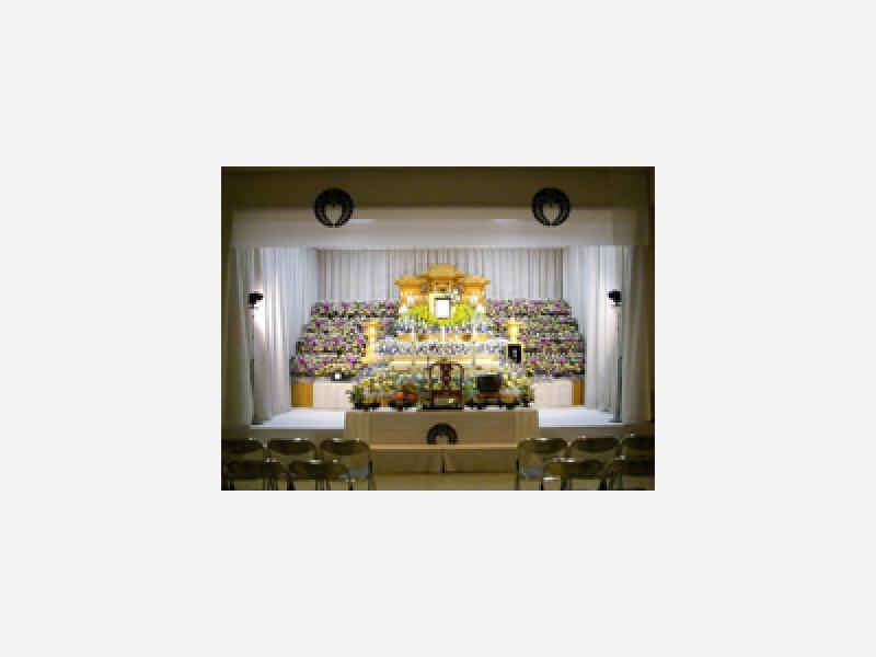 生花アレンジ祭壇(花壇に囲まれて)