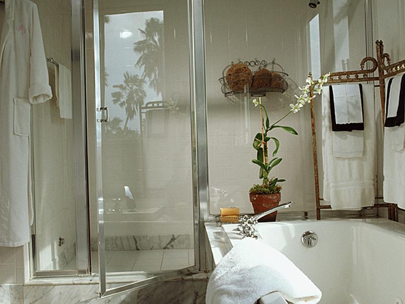 お風呂場も明るくキレイなバスルーム