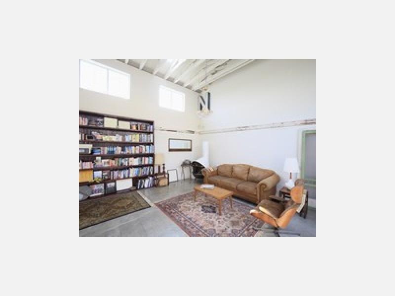 カーペット、床張り替えの際の家具移動も対応します