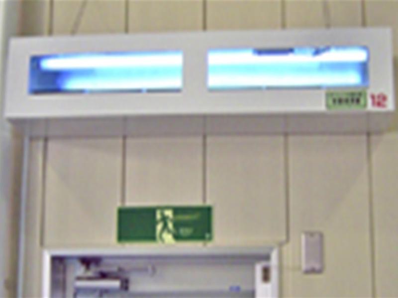 KS40W捕虫器(弊社製)の食品工場設置状況