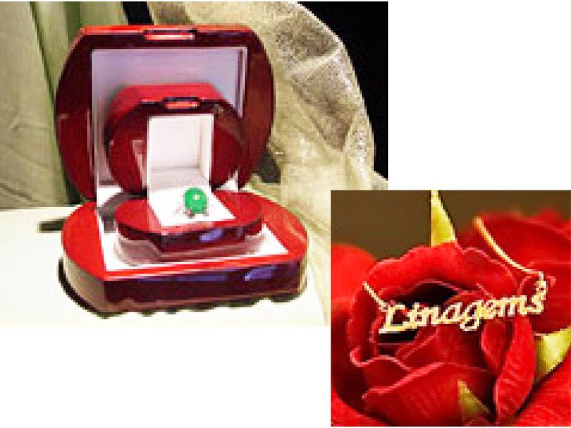 オリジナル1点物の宝飾品を展示・販売