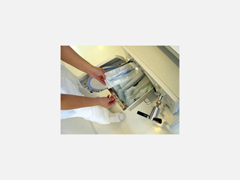 矯正治療で使う器具は、個包装バッグに入れオートクレーブで滅菌
