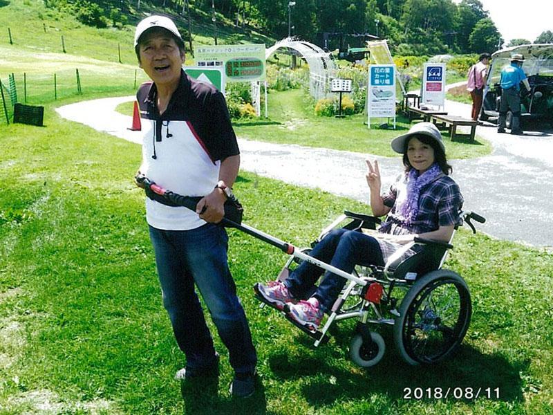 ジンリキ車いすでお花畑を散策(富士見高原リゾート)