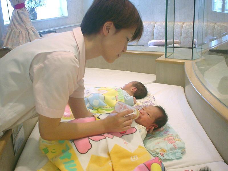 2F 新生児室