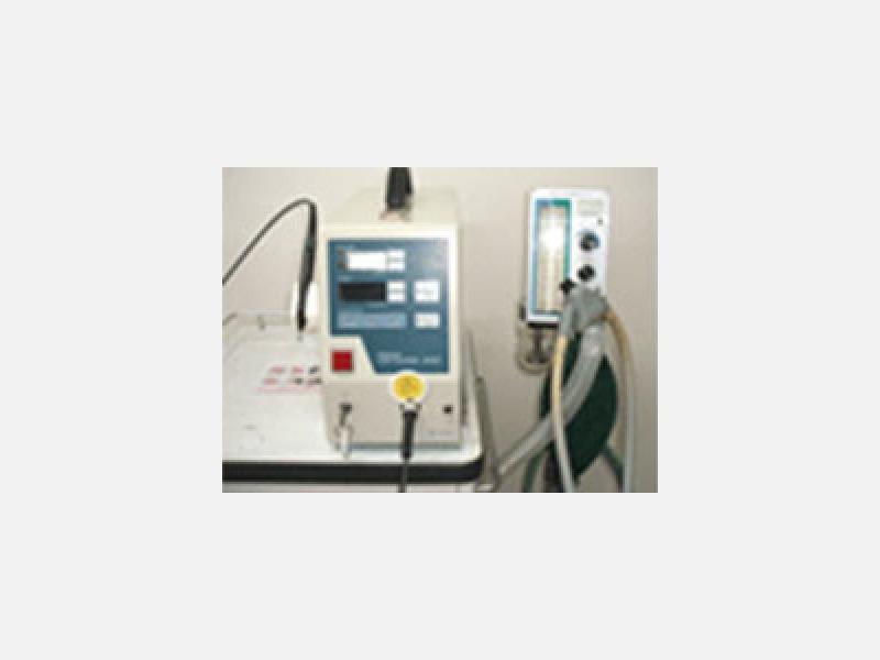 レーザー、笑気鎮静器、緊急酸素吸入器なども完備しています。