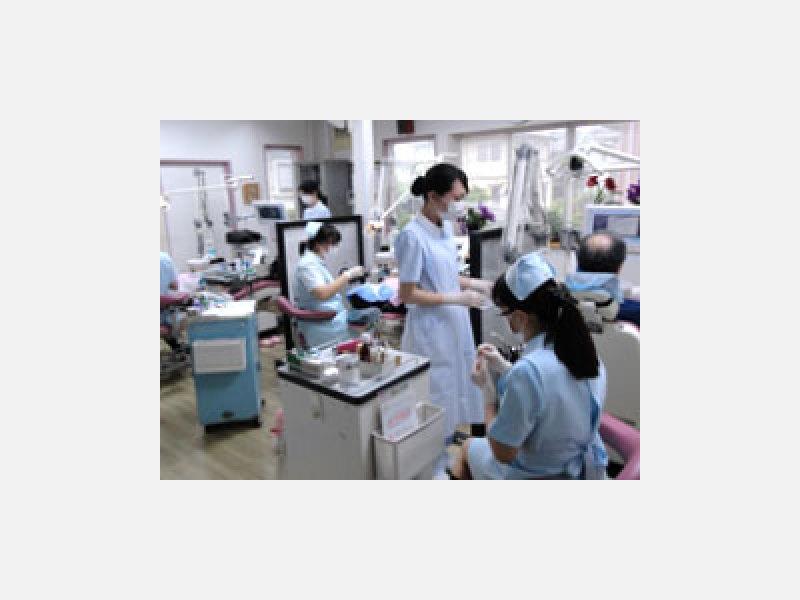 専任の歯科衛生士による口腔衛生指導を常時行っています。