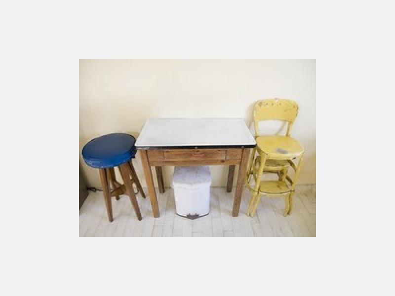 家具の傷や色あせがあれば塗装・塗り替えもいたします