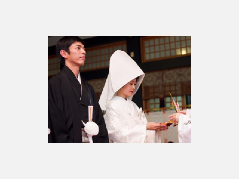 「神前結婚式」お二人のお幸せを神前にお祈り致します。