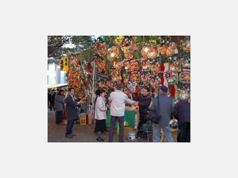 12月6日「熊手市」東京最後の酉の市です。