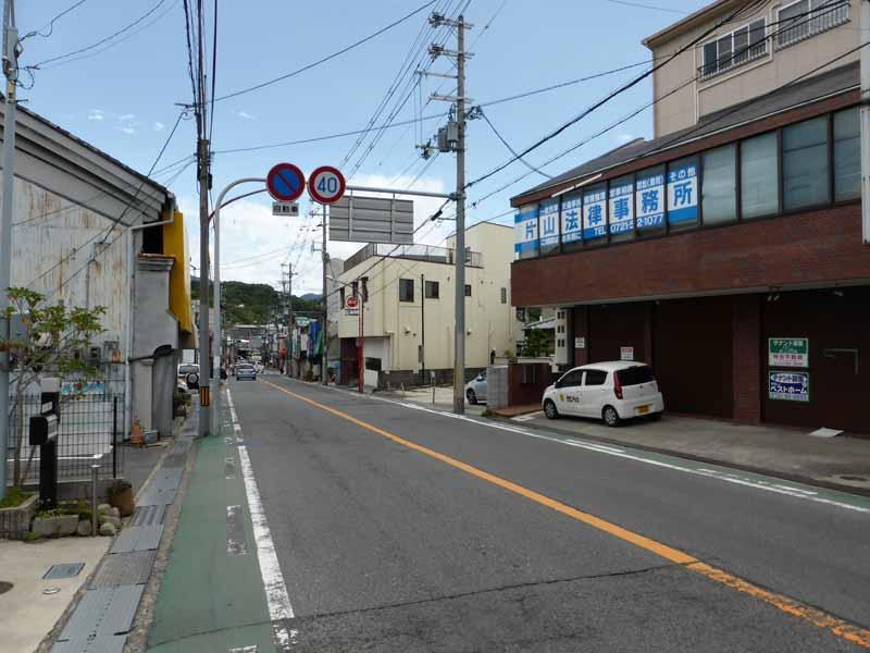 河内長野駅より徒歩5分の駅前通り沿いにございます
