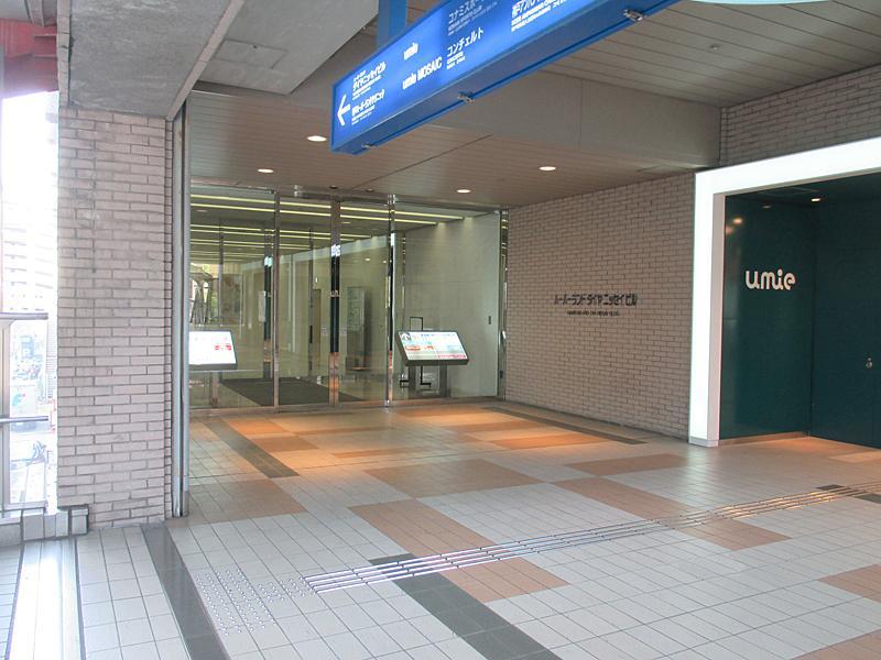 ビル2階入口