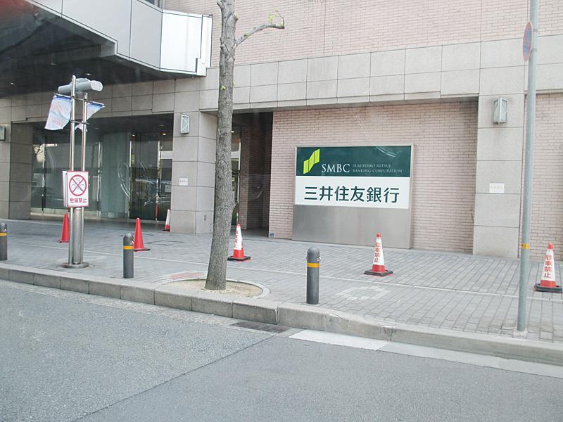 東隣に三井住友銀行ATM