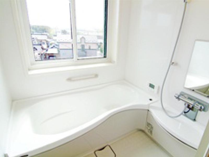酒田市K様邸 海を眺めながら入浴できるバスルーム