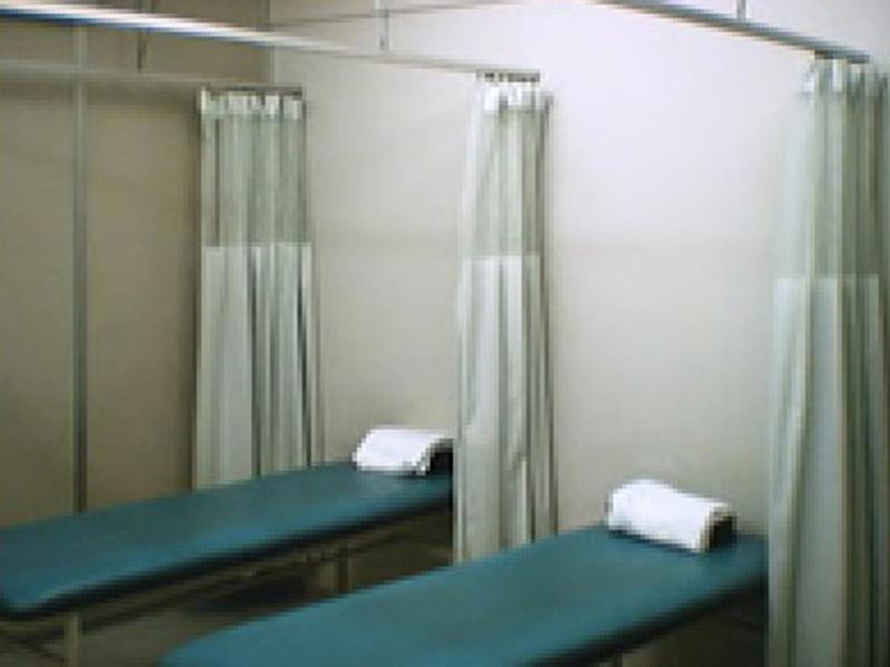 整形外科 処置室ベッド3台