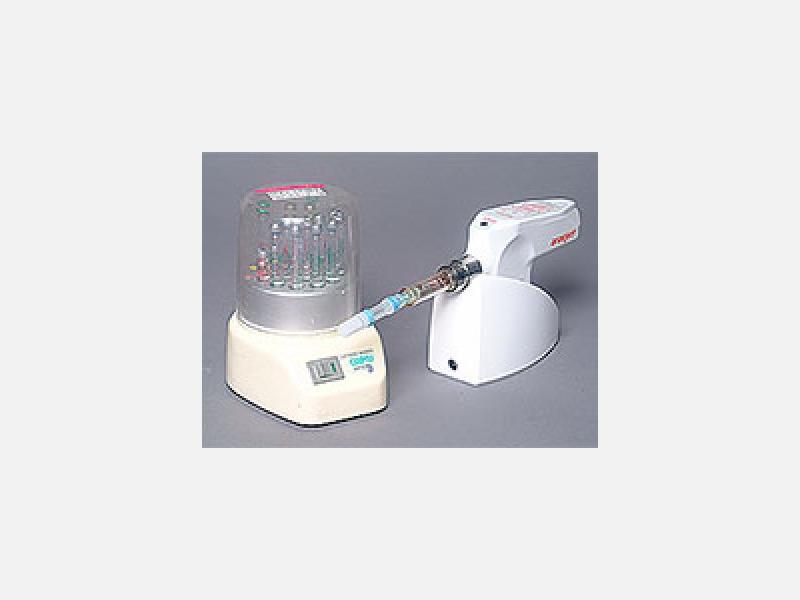 ▲電動麻酔器:痛みを極力伴わないで注射することのできる麻酔器