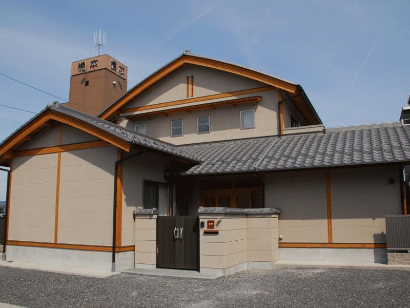 むくり屋根が優しい雰囲気を漂わせている家