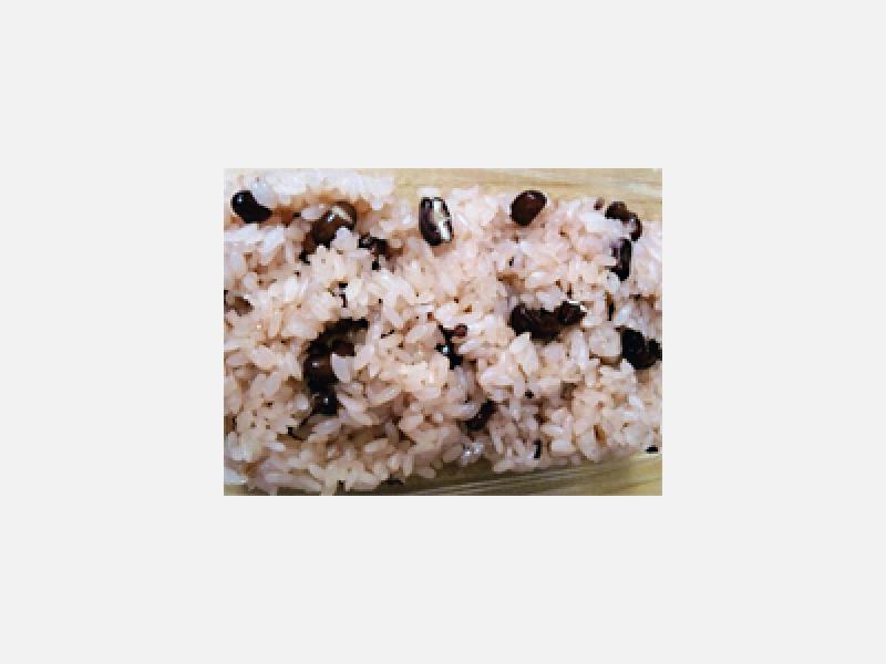 四季折々の和菓子と赤飯などのご飯ものをご用意しております