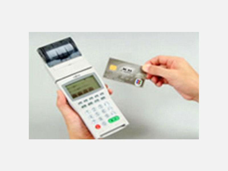 全車にモバイル端末導入。各種クレジットカード使用可