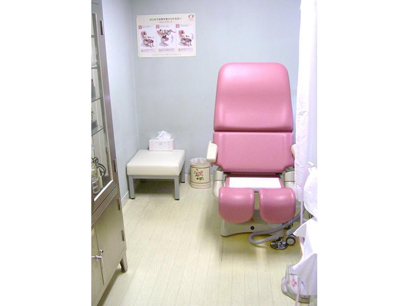 処置室 最新のフルオート式で診察の不安を軽減します