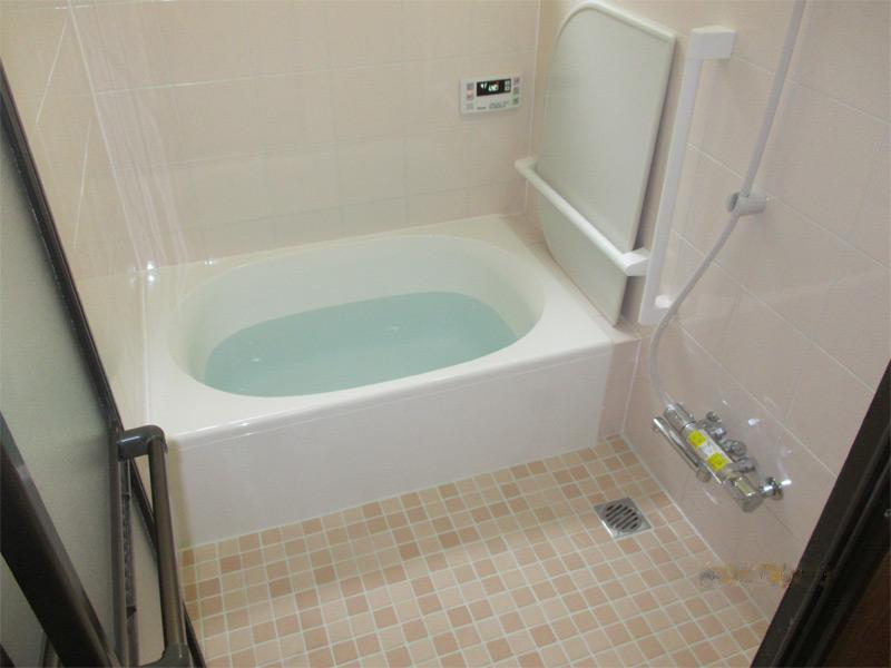 古くなった風呂場も安全★手すり取付、段差解消