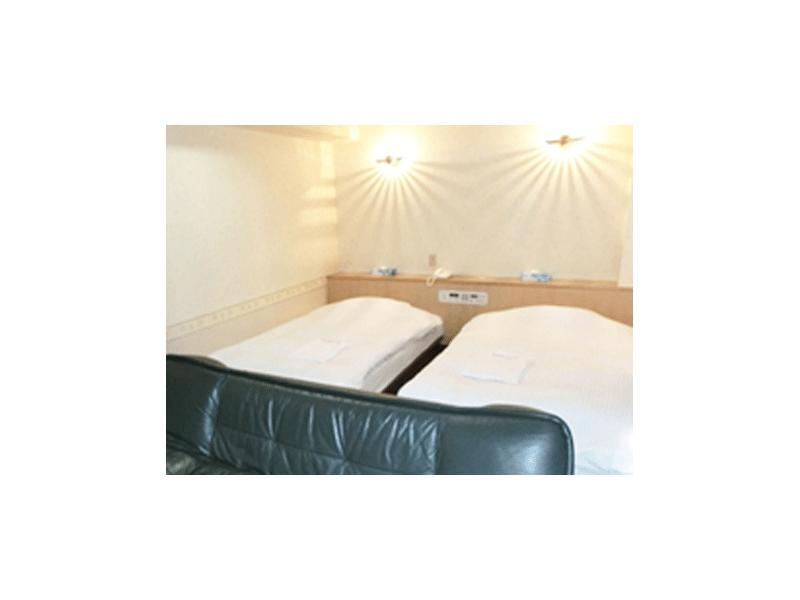シングルに負けず広いベッド、広いお部屋です。