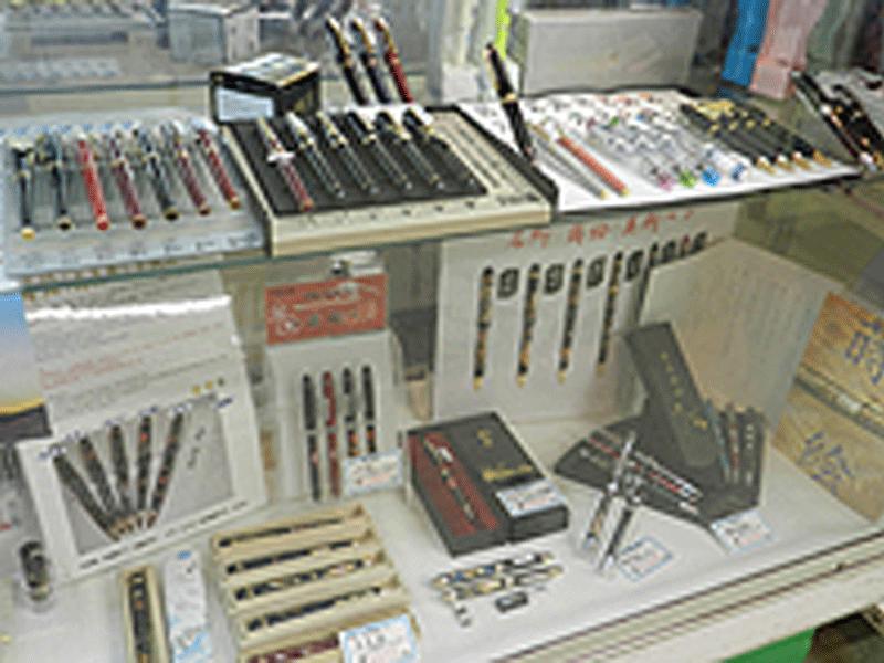 ●万年筆、筆記用具 種類豊富に取り揃えております。