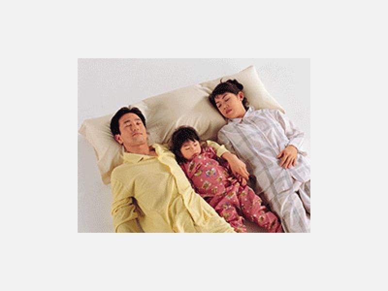 ▲寝具技能士の厳しい原料の吟味と入念な仕立