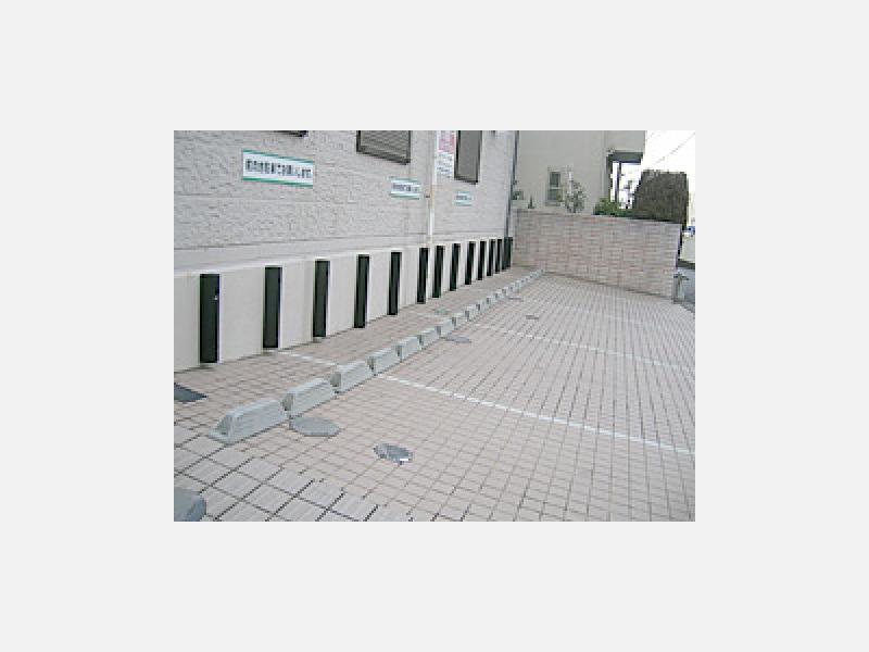 診療所前の駐車場