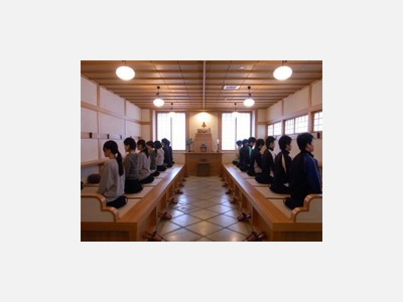 ●坐禅堂での参禅会の様子