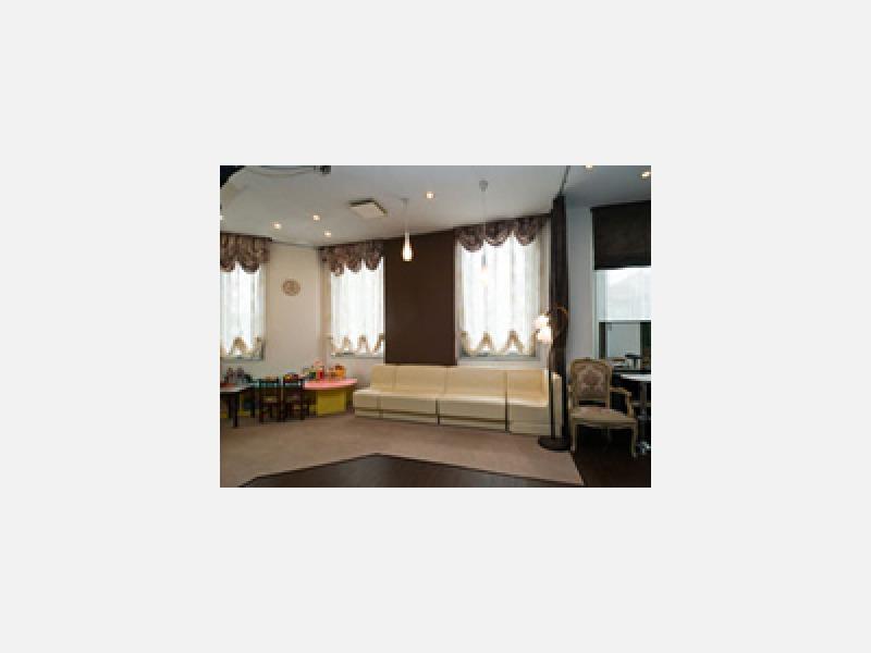 ストロボ・自然光・室内光による様々な撮影が可能です