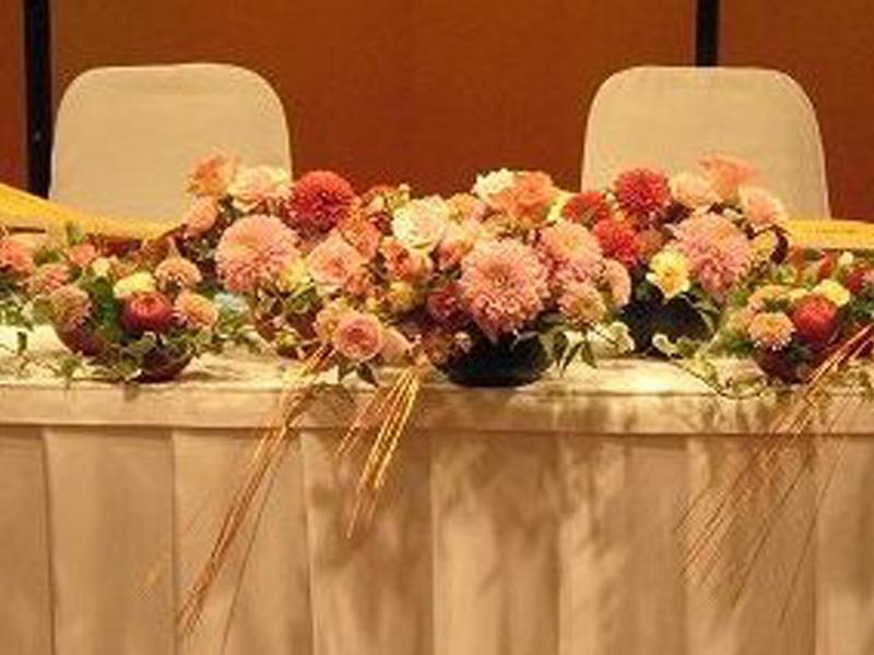披露宴を華やかに飾る花は、ウェディングの名脇役