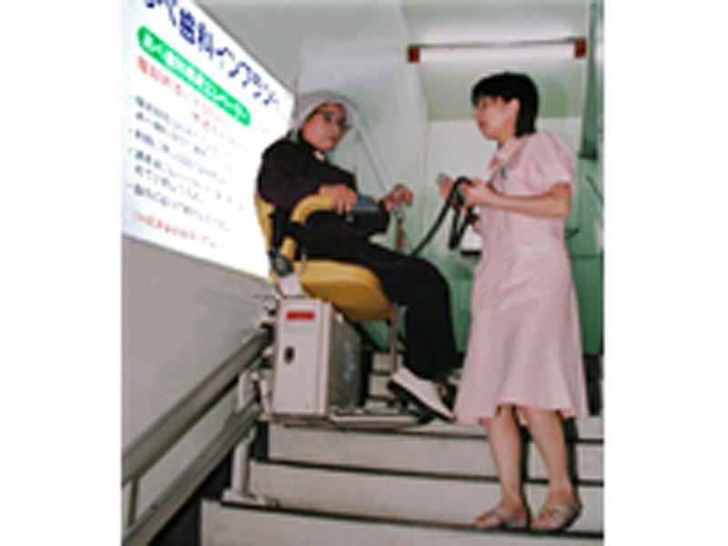 椅子式エスカレータ設置