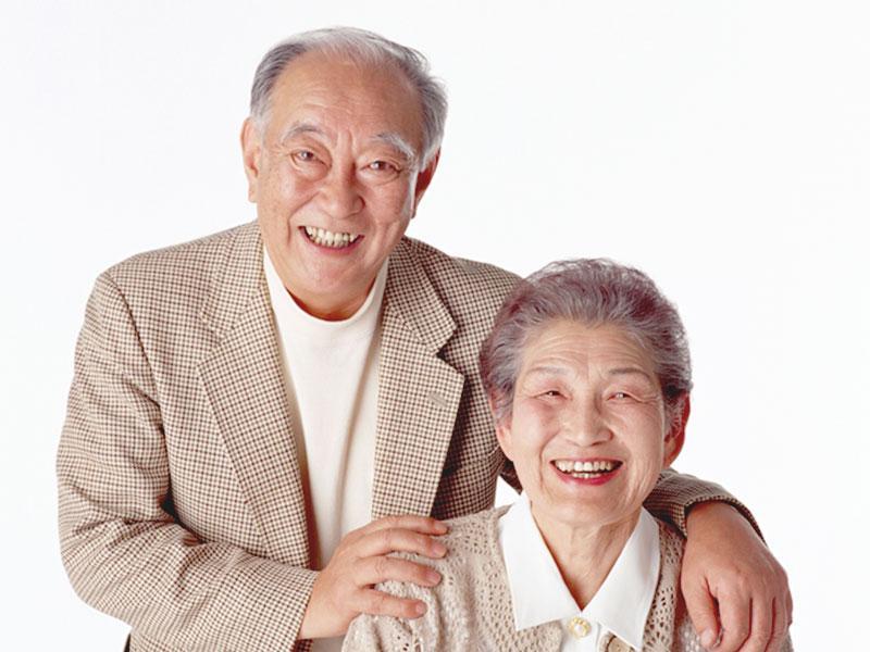 いつまでもご自分の歯と共に。インプラント治療が人気です。