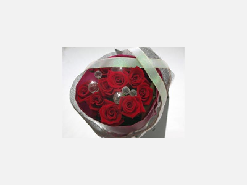 定番の赤いバラは品質の良い物をご用意