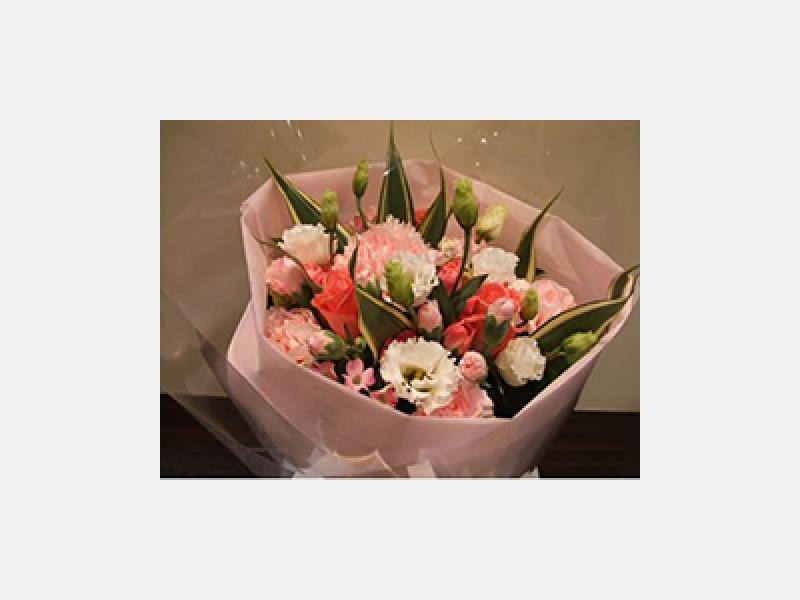 ピンクのバラとカーネーション等。可愛いあの人へ