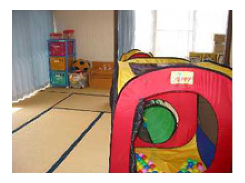 待ち時間等ゆったりと過ごせる子供部屋があります。