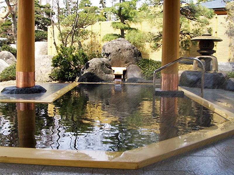 サンチェリーには大露天風呂がございます