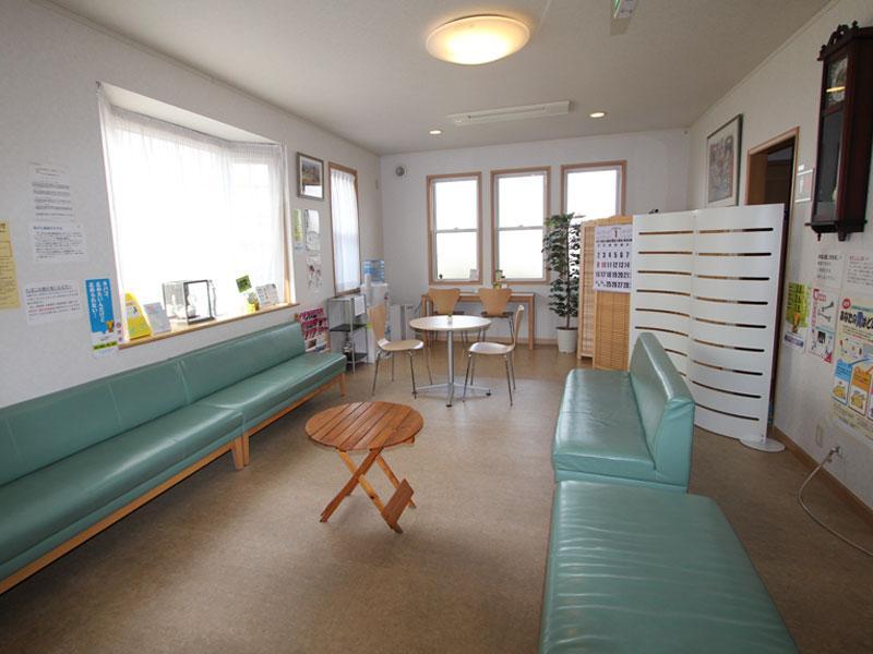 落ち着いた雰囲気の待合室です。前橋市【狩野外科医院】