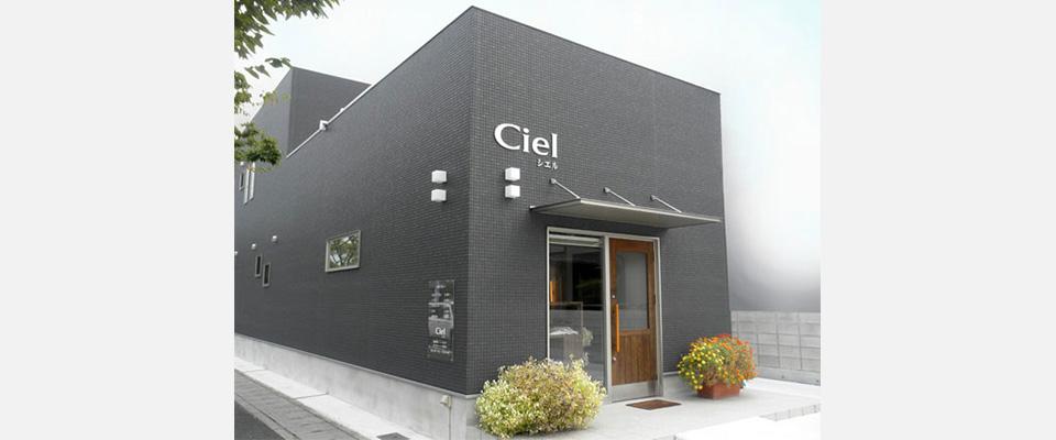 高松市レインボー通り沿いのCielシエルです。