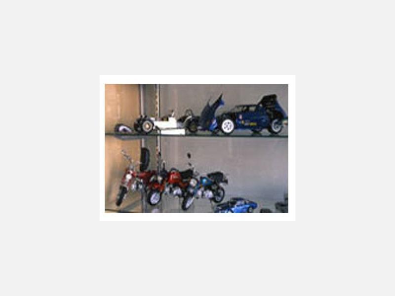 バイク・四駆・ミニ四駆・各種多数有ります。