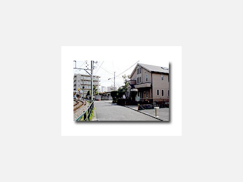 江ノ電沿い、鎌倉方面へ
