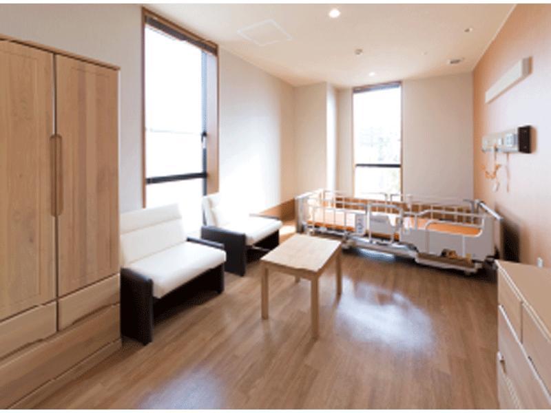 清潔で広くゆったりした病棟と病室。